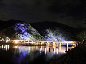 京都・冬の嵐山ライトアップ!いつもと違う夜のお散歩を・・・。「嵐山花灯路」