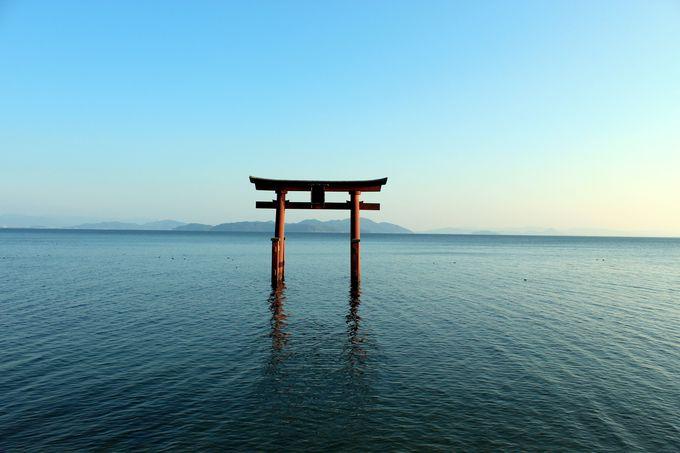滋賀の絶景パワースポット「白髭神社」湖上の大鳥居は必見