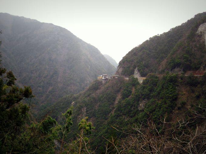 断崖絶壁に建つ『ホテル祖谷温泉』