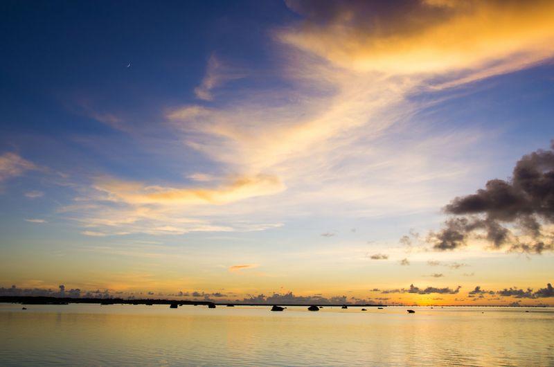 巨岩が転がる不思議な光景!伊良部島「佐和田の浜」は夕日も美しい!