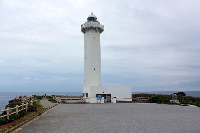 東平安名崎の先端にある「平安名崎灯台」