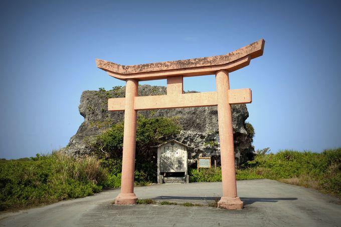 巨大な岩「帯岩」は津波により運ばれた「津波石」