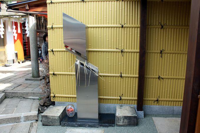 「市比賣神社」にはちょっと現代風な「カード塚」もアリ。