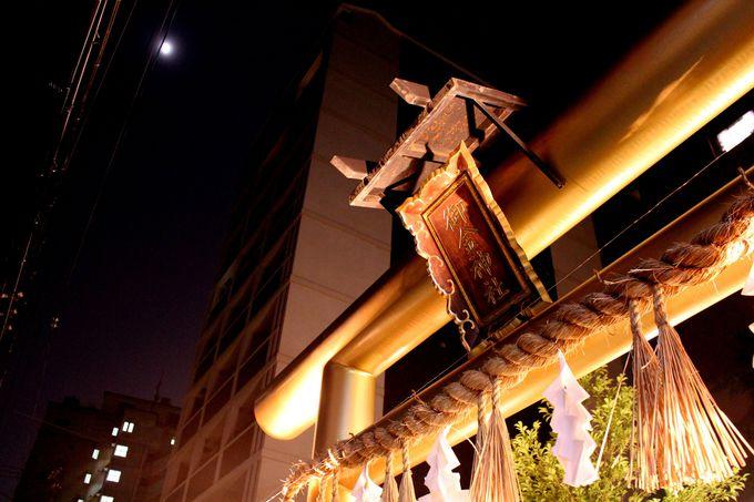 妖しく夜を照らす「御金神社」金色の鳥居