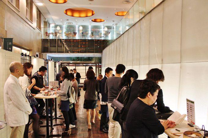アトリウムは日本酒ファンの宴の場!