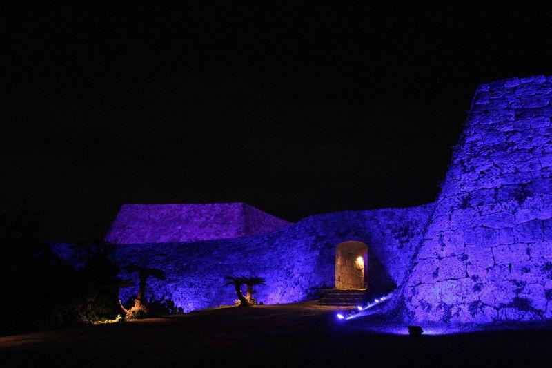 「世界遺産 座喜味城跡ライトアップ」は冬の沖縄の貴重なイルミネーションイベント!