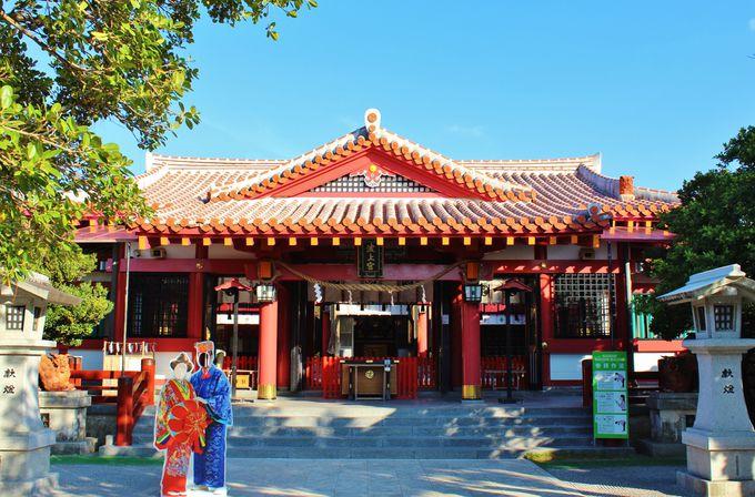 南国テイストに溢れる拝殿
