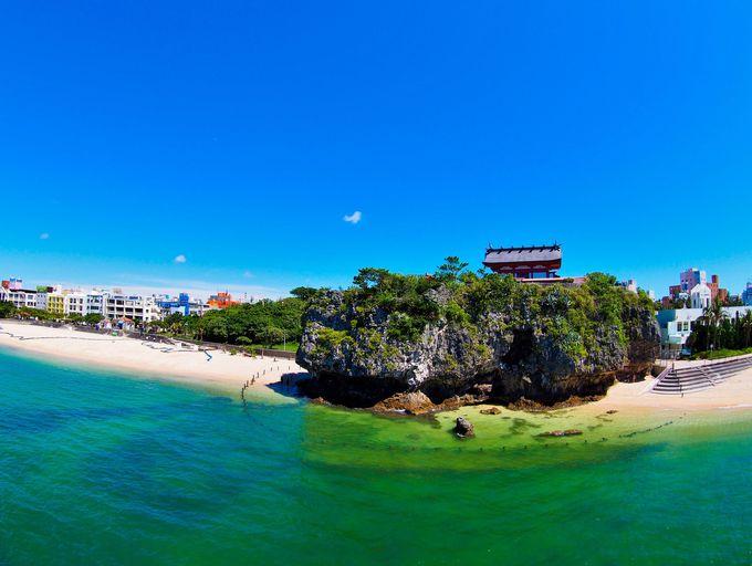 「波上宮」は沖縄の青い海を見下ろす由緒ある神社