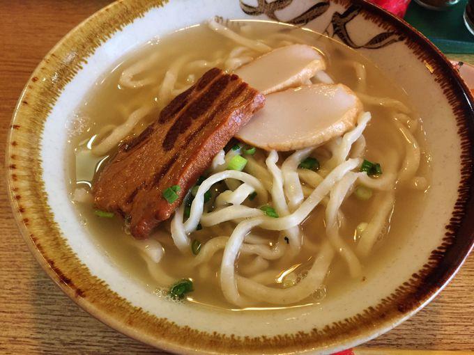 特徴的な麺が決め手の「大東そば」
