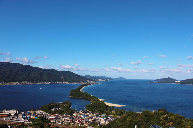 日本三景「天橋立」の両側は海