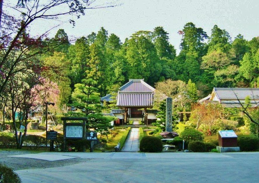 池に囲まれた「大池寺」の歴史