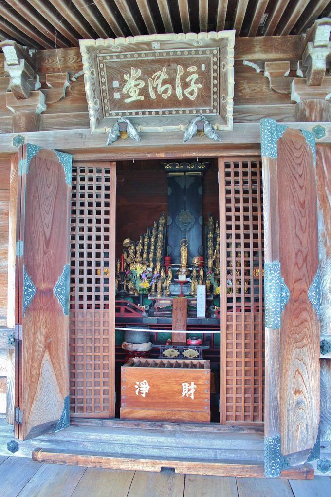 浮御堂には千体仏が安置されている