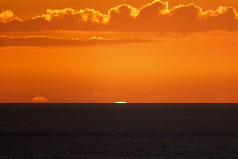 小笠原諸島・父島「ウェザーステーション」で幻の緑色の閃光を目撃せよ!