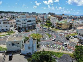 ラウンドアバウトって何だ!?沖縄「糸満ロータリー」は観光名所な交差点?