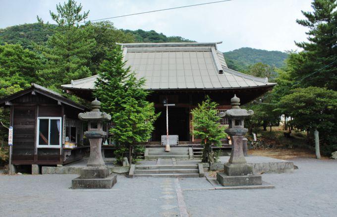 散策のついでに立ち寄れる温泉神社