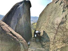 尾道「岩屋山の巨石群」は謎多きミステリースポット!