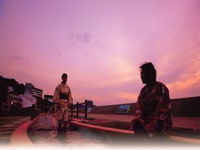 小浜温泉「ほっとふっと105」は日本一長い足湯!その楽しみ方とは?