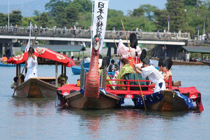 京都嵐山「三船祭」は雅な水上の平安絵巻!