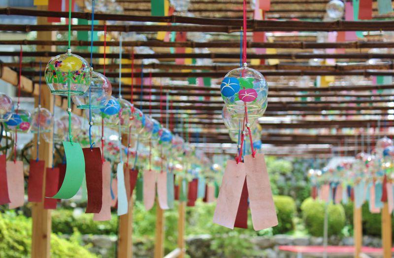 涼風ただよう「風鈴まつり」京都・正寿院はハートの窓だけじゃない