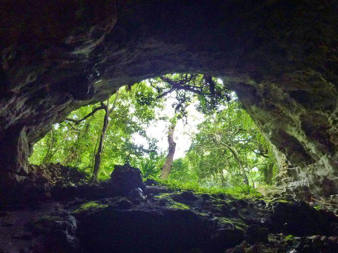久米島の鍾乳洞「ヤジャーガマ」