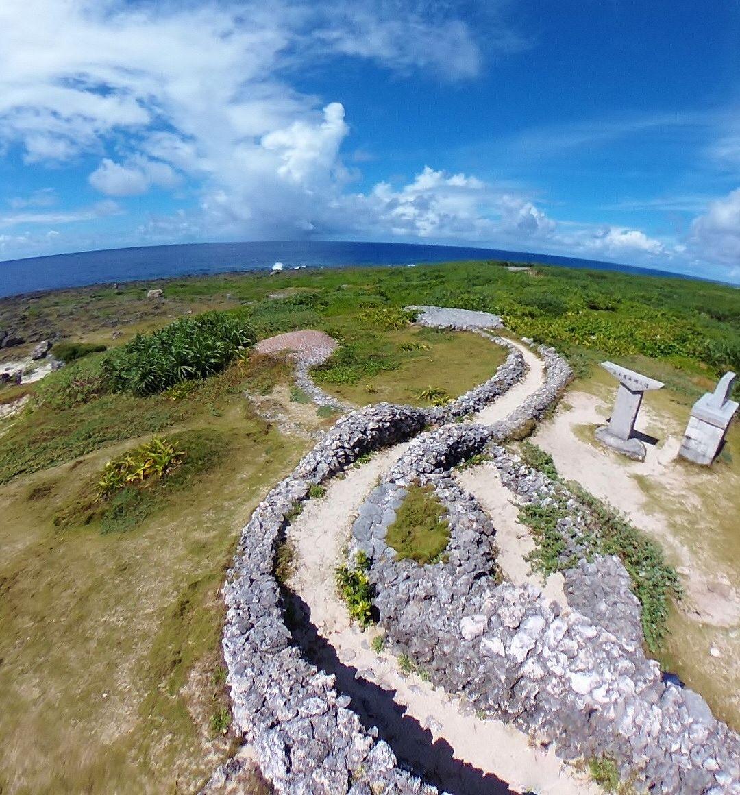 波照間の碑と蛇の道