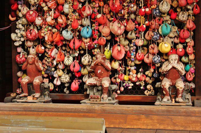 「八坂庚申堂」ではかわいいお猿さんもチェックして!
