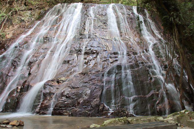 名の通り、三つの滝が連なる