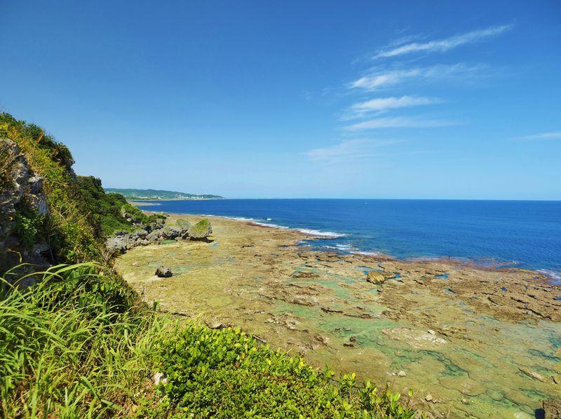 崖あり滝あり!沖縄・慶座絶壁(ギーザバンタ)は穴場の絶景スポット