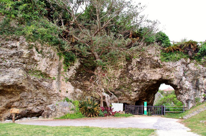 沖縄「トゥマイグシク」は大地のパワーを感じる奇岩スポット