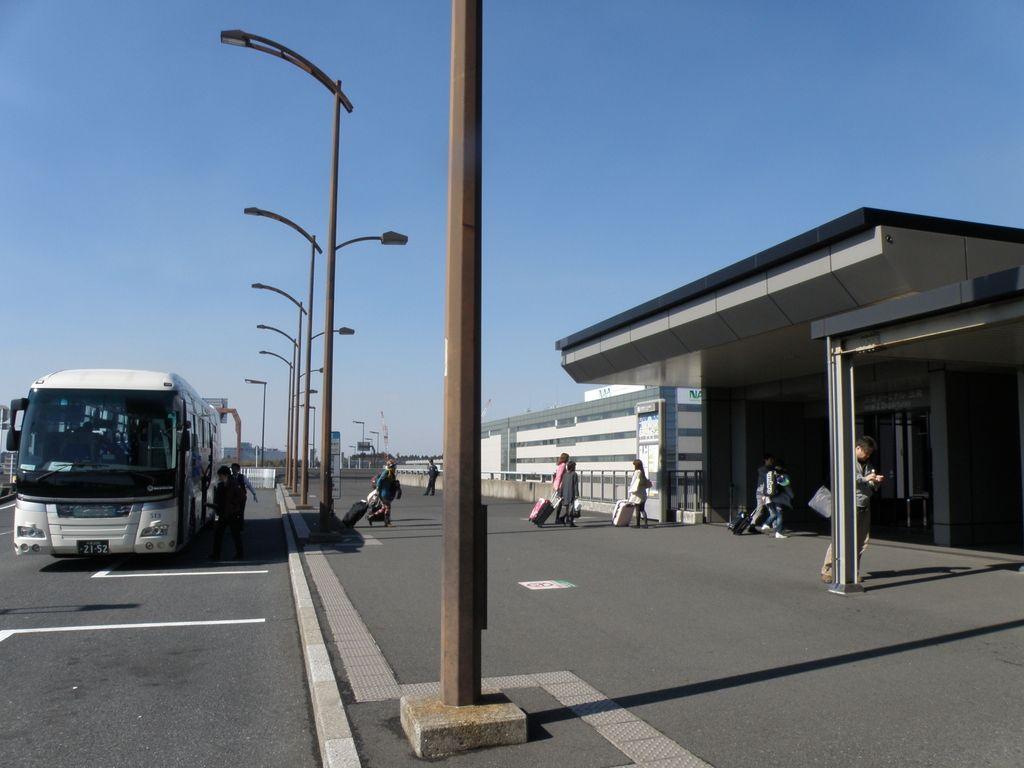 第2ターミナル北〜第2ターミナル南〜第1ターミナルの順に到着
