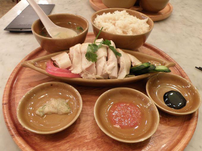 鶏のスープで炊いたジャスミンライスとチキンのコラボレーションを味わう