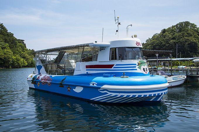 エメラルドグリーンの九十九湾の穏やかな海を遊覧船で周遊♪