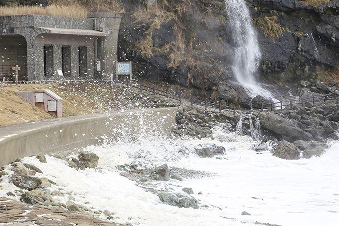 荒々しい日本海が生み出す能登の冬の風物詩「波の花」!