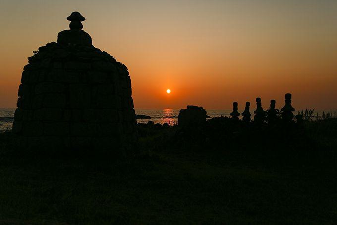 大島諸願堂の夕景は先人の供養が込められた哀愁漂う光景!
