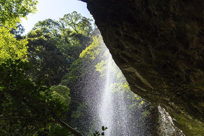 能登で最大級の落差を誇る「深見の桜滝」♪