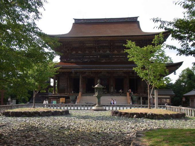 巨大木造建築の山岳寺院・蔵王堂