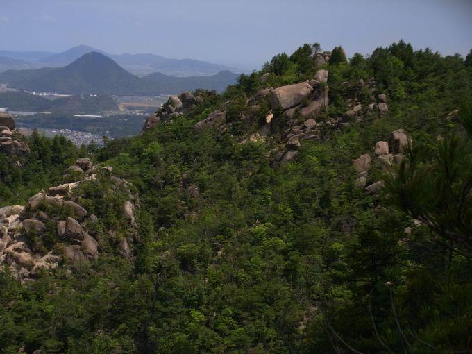 奇岩累々たる鷄冠山へいざ