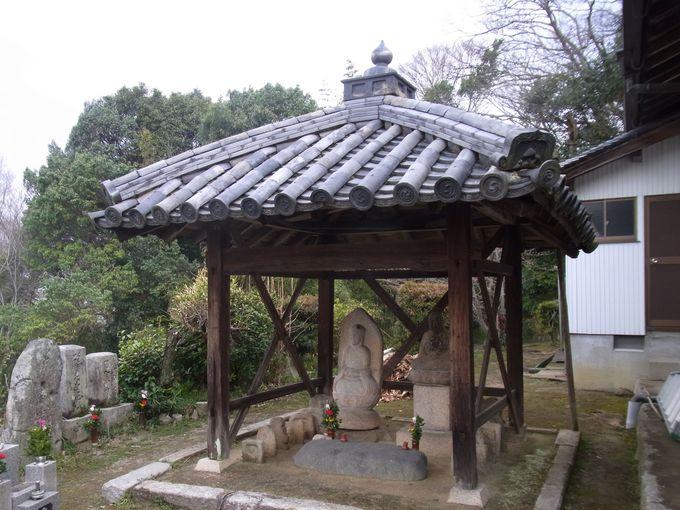 きのこの鬼瓦のある椿井の地蔵堂
