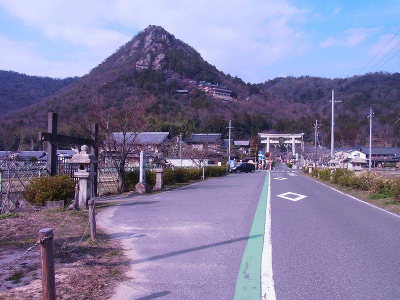 滋賀県湖東地方の陸の孤島、赤神山の太郎坊宮