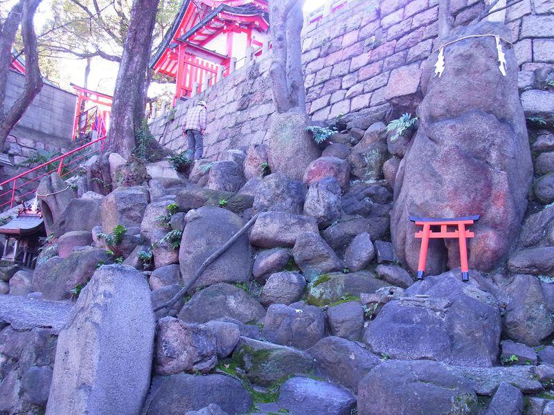 ビルの谷間に驚きの異空間!大阪・ミナミの「高津宮」