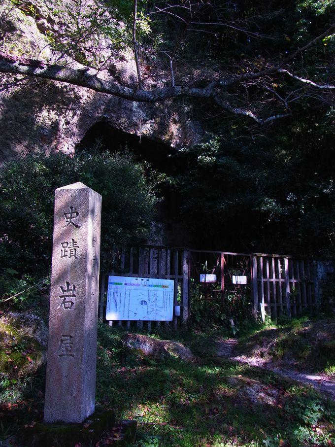 中将姫伝説の岩屋