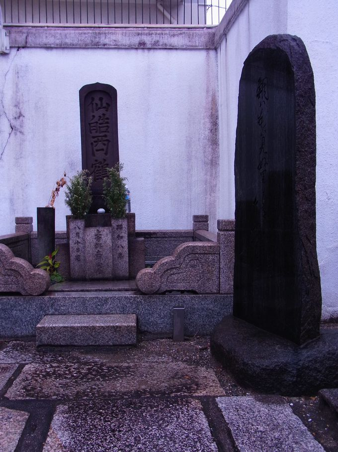 誓願寺にある西鶴の墓所
