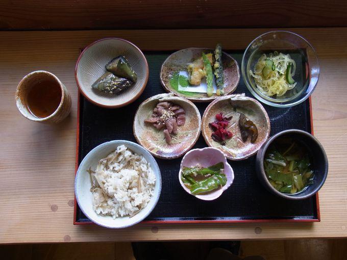 「大和茶」と地元野菜にこだわったお食事処「映山紅」