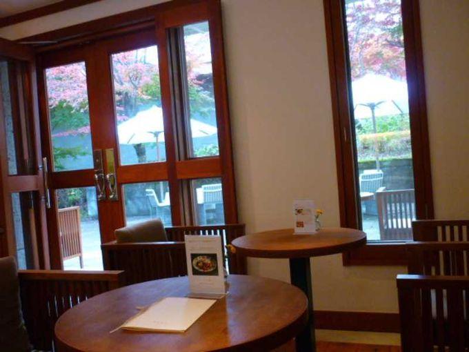 ブティック内のカフェコーナー