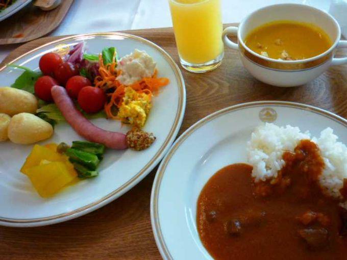 グリル「ウイステリア」での朝食ビュッフェ。