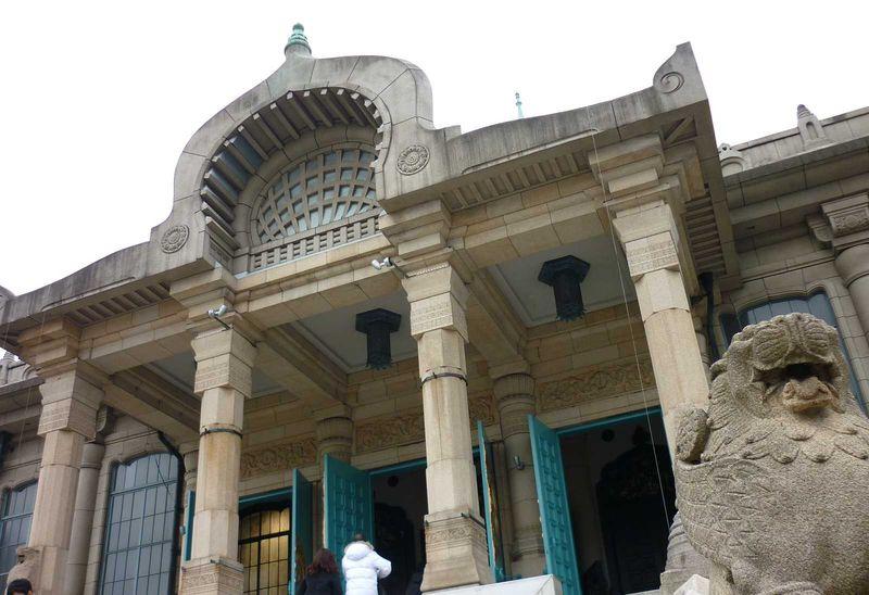 築地本願寺は石造りの歴史的建築物だった!