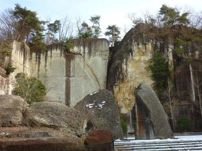 大谷の大岩壁