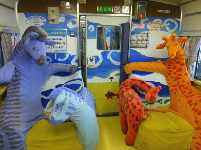 大人気の特急「旭山動物園号」で旭川まで動物と一緒のワクワク旅!