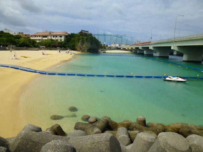 那覇で唯一のビーチ「波の上ビーチ」