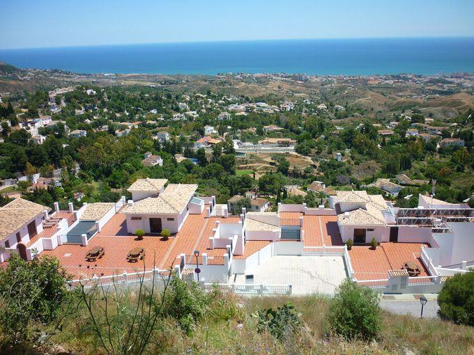 ミハス山麓から地中海